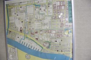 壁にかかっている古地図のパネル